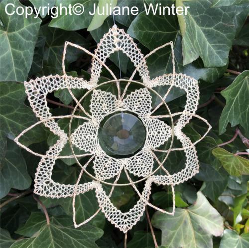 Blume mit Sonnenkristall (Variante 2) /Flower with sun crystal (variation 2)
